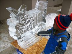 Chesire cat ice sculpture